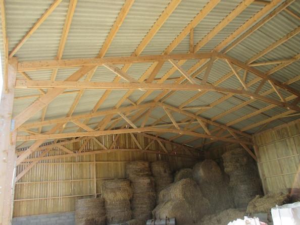 hangar agricole en bois pour stockage de fourrage