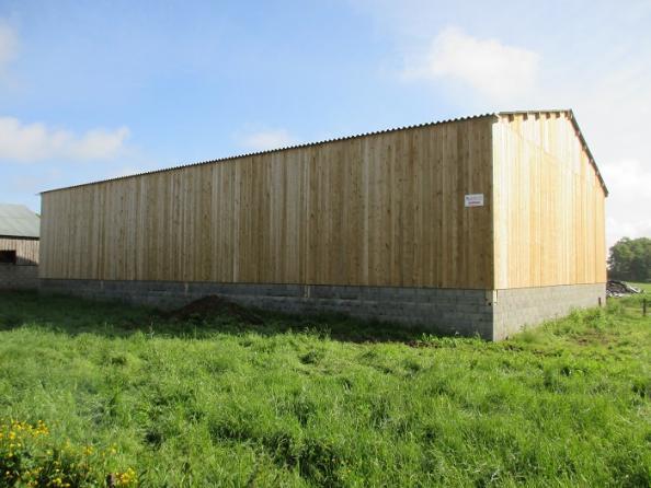 hangar agricole en bois avec bardage en bois