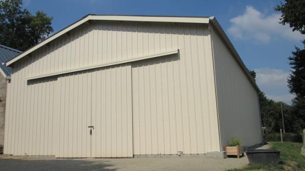 bâtiment artisanal avec bardage bac acier