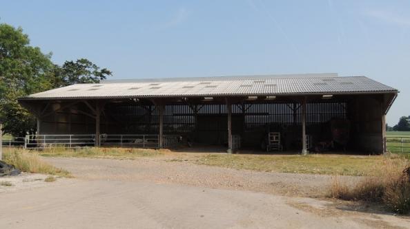 batiment en bois de stockage et d'élevage
