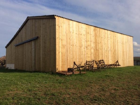 Hangar bois avec bardage bois
