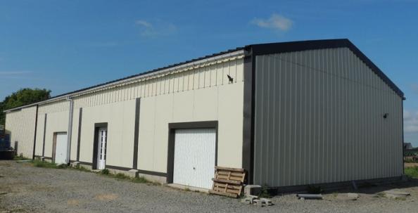 Hangar artisan pour cidrerie avec bardage métallique