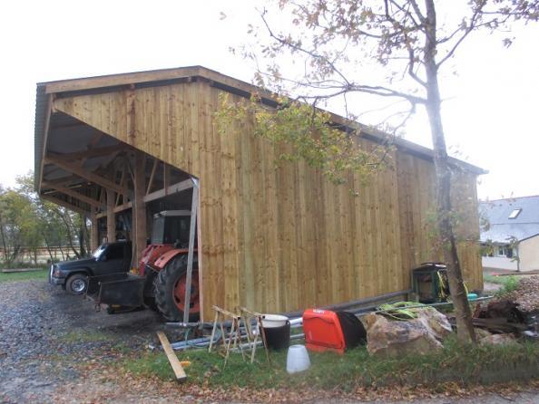 stockage de matriel en bois with hangar monopente. Black Bedroom Furniture Sets. Home Design Ideas