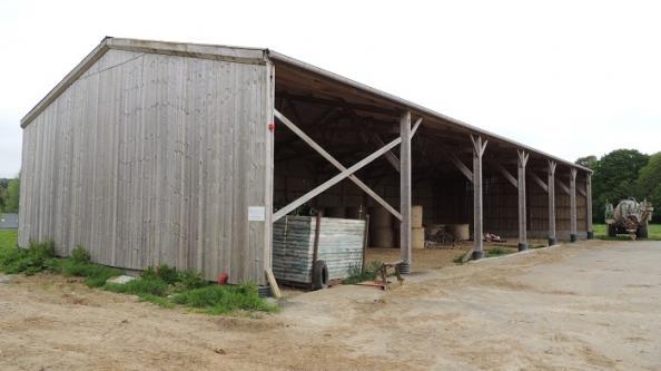 Hangar bois de stockage paille