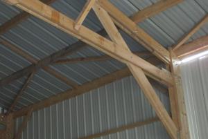 hangar agricole en bois avec bardage et couverture en bac acier