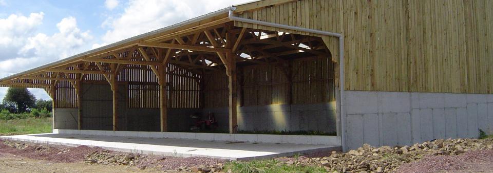 Batiment agricole et hangar en bois pas cher le for Prix hangar agricole